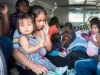 Buscadores de asilo siendo transportado en la ambulancia a un refugio en el lado mexicano.