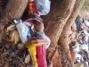 Ofrendas y restos estatuilla Sta. Bárbara, en árbol.
