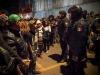 Se hizo una linea divisorio entre la policía y los inmigrantes.