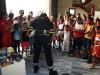 Bomberos hacen fiesta infantil para cumpleaños de Fidel-- Foto: Elio Delgado