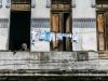 vecina-en-el-balcon-del-edificio