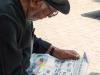 Leyendo el periodico