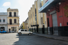 Entrada-a-la-calle-Obispo-y-fachada-del-legendario-Bar-Floridita-yailin-alfaro