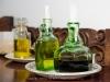 036_lbv_restaurante_0 Los aceiteros y las vinagreras son antiguos frascos de perfume