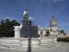 En primer plano la fuente de la india atrás el Capitolio.