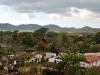Una pequeña villa se encuentra en los alrededores de  Manaca Iznaga, la principal atracción del valle.
