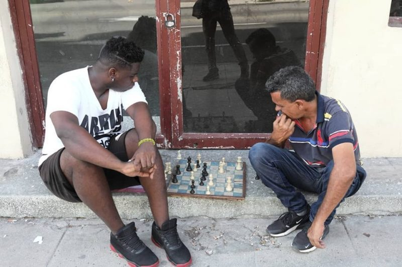 Chess-game-on-the-curb