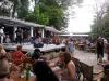 patio-de-la-maison-lleno-de-publico-durante-la-actuacion-de-los-kent