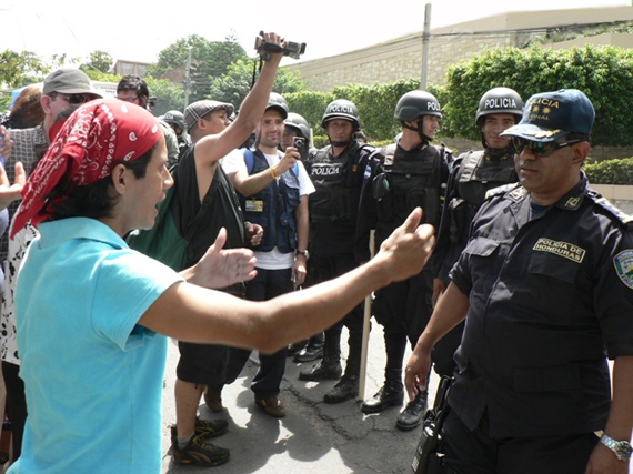 Protestas continuan en Honduras.  Photo: Giorgio Trucchi, rel-UITA