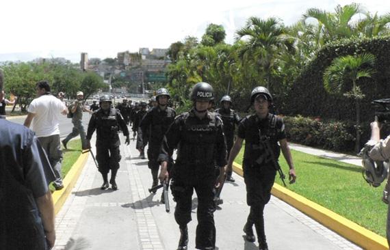 La policia y los militares continuan en las calles.  Photo: Giorgio Trucchi, rel-UITA