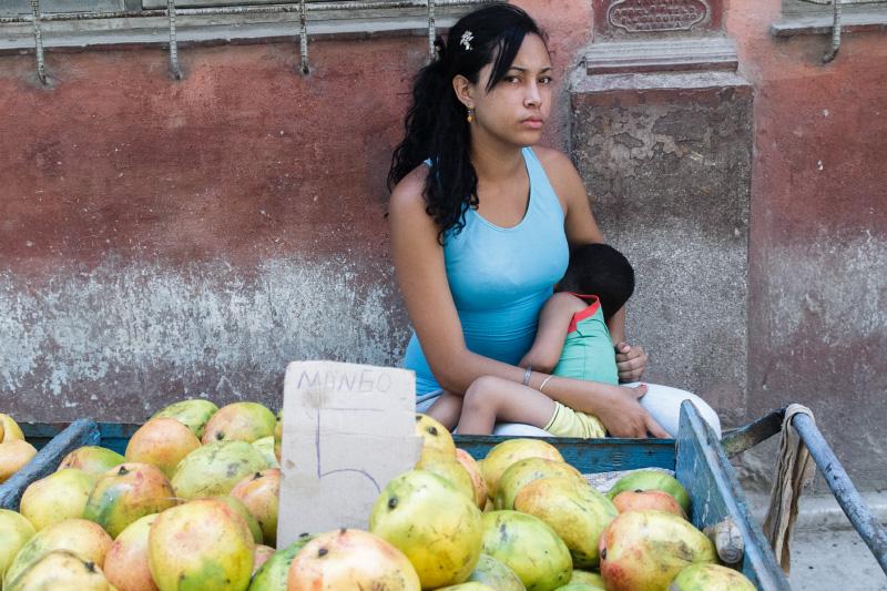 Vendedora de mangos.  foto: Juan Suárez