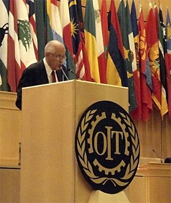 Carmelo Mesa Lago speaking at the International Labor Organization.  Photo: http://www.mesa-lago.com/