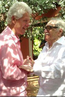 Bill Clilnton en su visita a la casa de Gabriel García Márquez en Cartegena, Colombia.