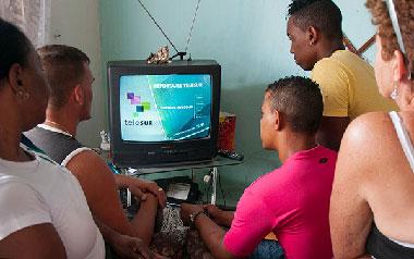La audiencia de Telesur en Cuba crece constantemente. Foto: Raquel Pérez