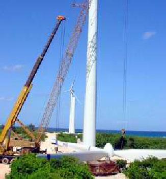 Montaje campo eolica en Gibara, Holguín.