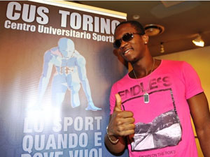Dayron Robles durante el anuncio de su regreso a las pistas, en Turín, Italia.  Foto: cafefuerte.com