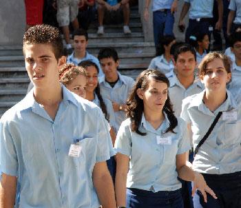 Estudiantes preuniversitarios cubanos.