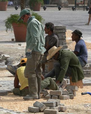 Trabajadores cubanos.