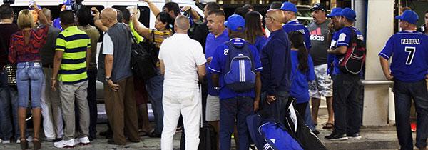El aeropuerto de Miami el domingo cuando esperaban los veteranos de Industriales.