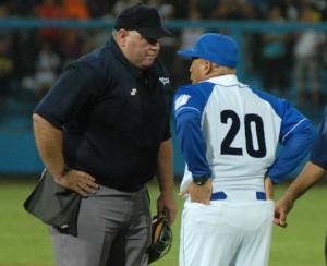 César Valdés se retira como árbitro del béisbol cubano.