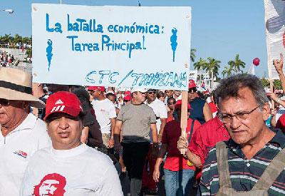 Los sindicatos cubanos priorizan el aumento de la productividad sobre las mejoras salariales de sus afiliados. Foto: Raquel Pérez