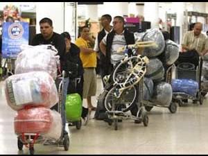 Viajeros a Cuba: una legión de pasajeros fácilmente identificables en el aeropuerto internacional de Miami.