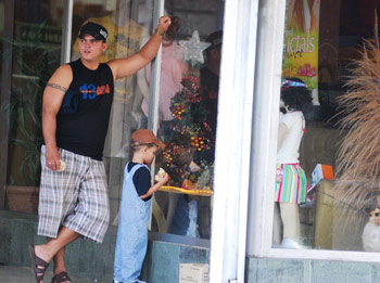 Foto de padre e hijo por Caridad.