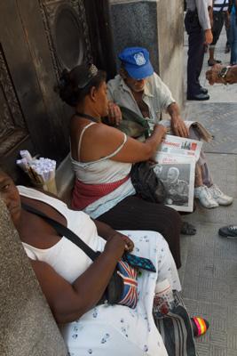 Venta del periódico Granma. Foto: Juan Suárez