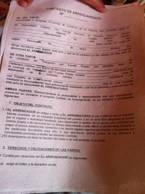 La primera página del contrato de cinco páginas.