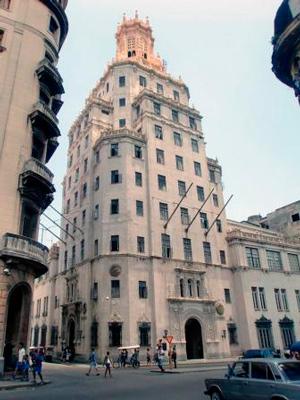 Edificio ETECSA, Aguila y Dragones