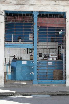 Una bodega donde los cubanos pueden comprar sus raciones a precios favorables.