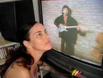Mirando un video de George Harrison