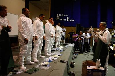 Cubanos en preparación para trabajar contra ébola. Foto: Antonio Pons/Bohemia