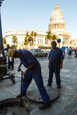 Hombres trabajando.