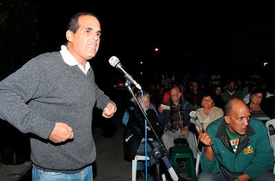 """Normalmente los debates en la sociedad civil cubana se inician con una convocatoria que """"viene de arriba"""". Foto: Raquel Pérez Díaz"""