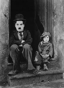 Chaplin and Jackie Coogan en El Chico (1921)