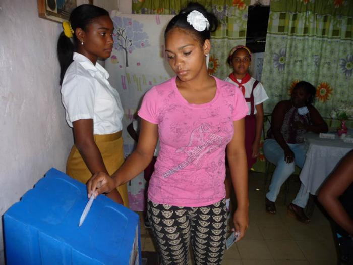 Jóven votante. Foto: Jorge Luis Merencio/granma.cu
