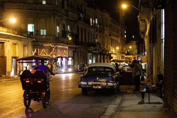 De noche en La Habana.  Foto: Juan Suárez