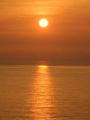 Puesta del sol vista desde el apartamento de Alfredo en La Habana.