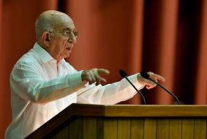 José Ramón Machado Ventura reconoció otro año con una baja cosecha de azucar.