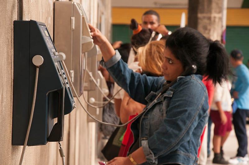 Las empresas telefónicas parecen más interesadas en hacer negocios con Cuba, que en recuperar sus propiedades.
