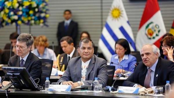 Rafael Correa haciendo su propuesta.  Foto: Presidencia de Ecuador
