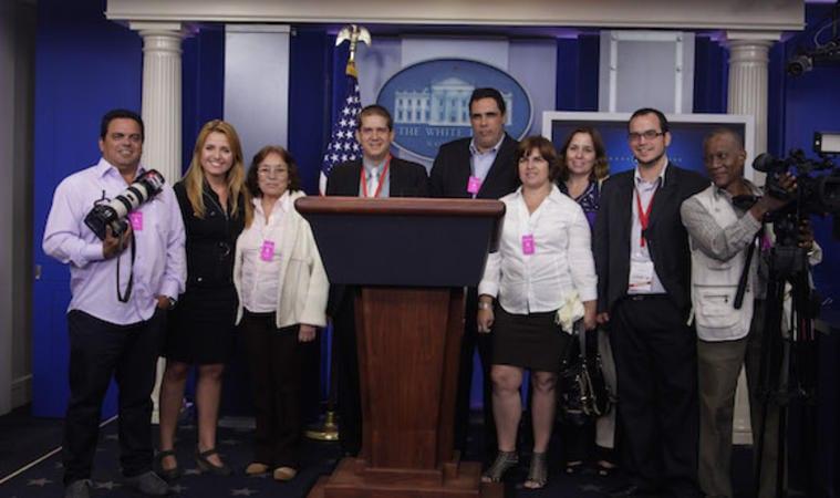 Periodistas cubanos en la Casa Blanca.  Foto: www.telemundo51.com