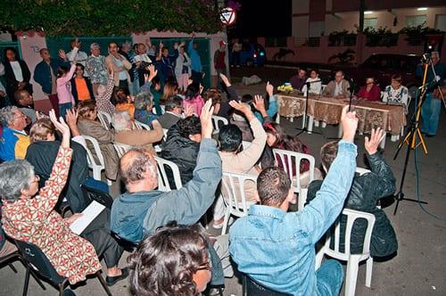 """Enviar """"cuadros"""" para dirigir la sociedad civil en vez de dejar que elijan a sus propios líderes ha creado un espejismo de unanimidad. Foto: Raquel Pérez Díaz"""