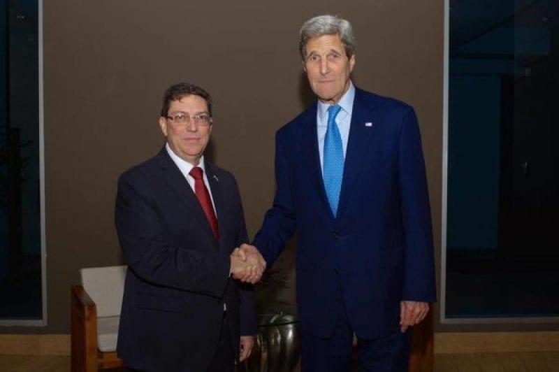 Los cancilleres Bruno Rodríguez y John Kerry cuando encontraron el la Cumbre de Las Américas en abril de este año.