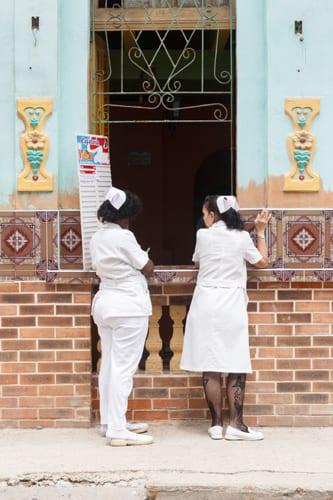 Enfermeras merendando.