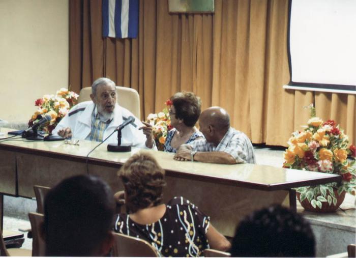 Fidel Castro visitó el Instituto de la Industria Alimenticia.