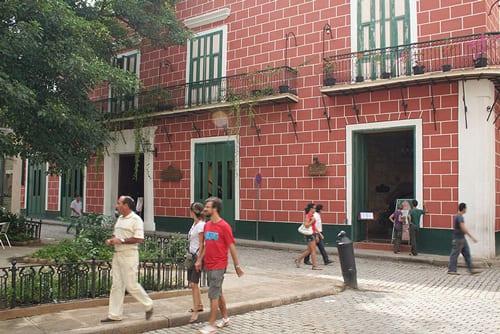Calle de La Habana Vieja.  Foto: Juan Suárez