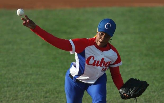 La derecha Yanet Cruz realizó buena labor en el debut de Cuba en el béisbol femenino en Juegos Panamericanos, pese a cargar con una histórica primera derrota ante Canadá este lunes. (Foto por Steve Russell)