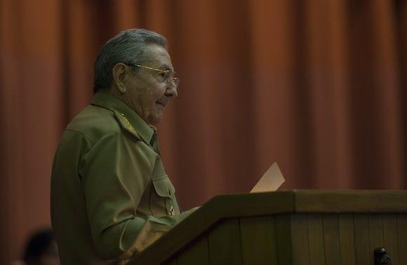El general/presidente Raúl Castro en el parlamento cubano.  Foto: Ismael Francisco/cubadebate.cu
